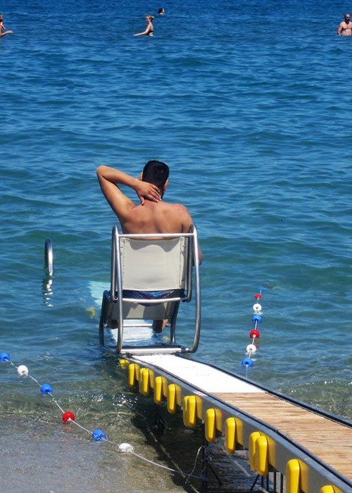 Person using seatrac going into the sea